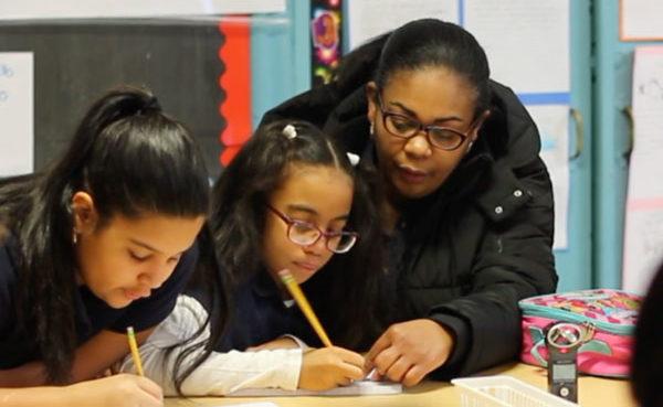 Los estudiantes entrevistaron a sus padres y guardianes acerca de sus prácticas lingüísticas
